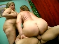 Two big arse women give him a seeing to