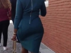 caderona exhibitionist lady with her hot dress