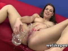 Fetish watersports video from Mona Lee