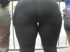 Big booty chick in black tight spandex