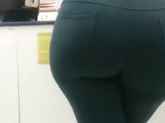 Stunning thick ass in skintight pants