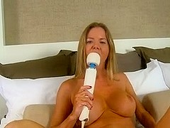 Mature lady enjoys herself with her hitachi..