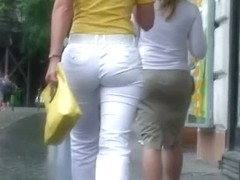 Classy blonde in heels and white pants in a street candid vid