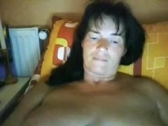 Mature darksome brown strumpet pleases her loose cunt on cam