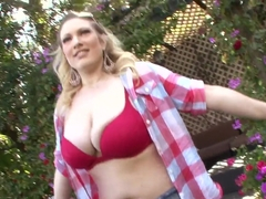 Cute blonde shows off and gets licked