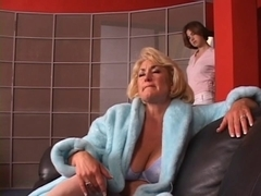Hawt older blonde receives her pointer sisters grabbed by hawt youthful brunette hair