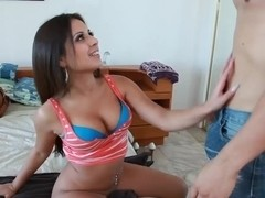 Pretty lonely wife Jynx Maze decided to do a blowjob for stranger