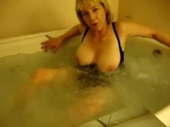Ginger jacuzzi act