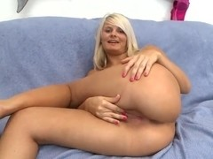 Hot blonde whore Tosh Locks doing some good cock sucking action