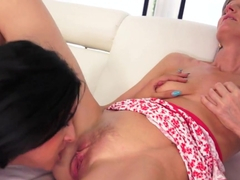 Coco de Mal gets her lips around a older pussy