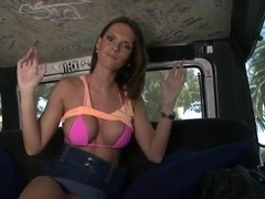 A curvy pornstar Jennifer Dark sucks in the car a stranger's cock