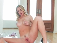 Young Mandy Armani spreading