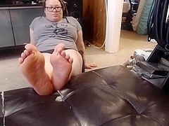 MsLucy taunts you with her soles and toesies (speaking)