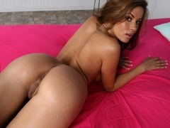 Isis Taylor spreads her buttocks for some anal sex