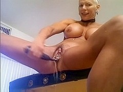 bodybuilder wife mastubate dildo