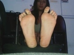 Latina teases with her sexy feet