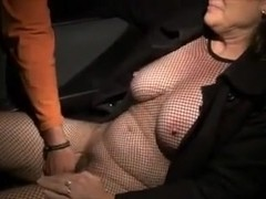 Old bitch gets fingered in a car, while in fishnets