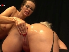 Mandy Cinn and Amica Bentley in Sexy British Lesbo Fisting