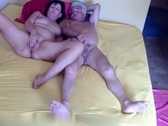 Older couple loves to bang