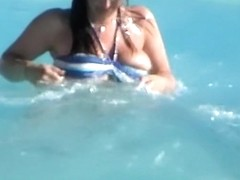 Awesome naked bikini boobs downblouse from the pool