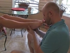 MuscleBitch foot job