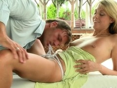 Mom xxx: MILF gets fucked in the fresh air