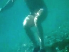 MILF full naked under the water