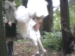 Sexy bride showed her candid ass when pissing outdoor