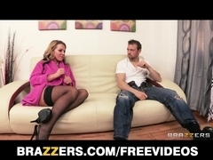 Nikki Sexx teaches her fresh chap how to make her squirt