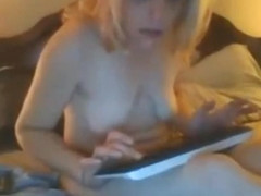 21yo couple naked on bed