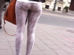 HIDDEN CAM PERFECT LEGGINGS SHOWING TIGHT ASS