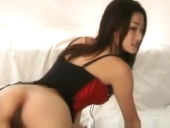 Jasmine gets horny and plays with her ht beaver for the camera