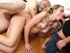 Hot Jane spreads legs and has pussy eaten by older experienced man and her younger boyfriend - Old.