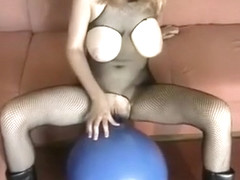 Angelina Spielzeugfick loves to exercise her pussy and jaw muscles